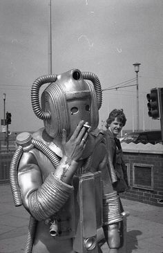 Smokebot Retro technology at its finest! The Westinghouse Electric Corporation actually made a smoking robot in the (not pictured here). His name was Elektro — how modern. Science Fiction, Old Photos, Vintage Photos, Vintage Space, Foto Picture, Top Photo, Vintage Robots, To Infinity And Beyond, Tardis