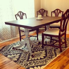 Idea for the mahogany dining room table. I think I must strip the whole thing, then restain the top Painted Dining Room Table, Diy Dining Room Table, Mahogany Dining Table, Antique Dining Tables, Dining Room Design, Dining Rooms, Kitchen Tables, Dining Set, Refurbished Furniture