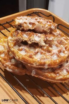 You will love these Apple Fritter Chaffles! - Low Carb Keto - Ideas of Low Carb Keto - Hello fall! You are going to love these Keto Apple Fritter Chaffles! They are so good and perfect for the season! Keto Foods, Ketogenic Recipes, Keto Snacks, Low Carb Sweets, Low Carb Desserts, Low Carb Recipes, Dessert Recipes, Recipes Dinner, Seafood Recipes