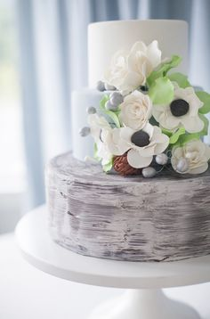 Wedding Cake on SMP / Katie Parra Photography Beautiful Wedding Cakes, Gorgeous Cakes, Pretty Cakes, Amazing Cakes, Fondant Cakes, Cupcake Cakes, Naked Cakes, Gateaux Cake, Just Cakes