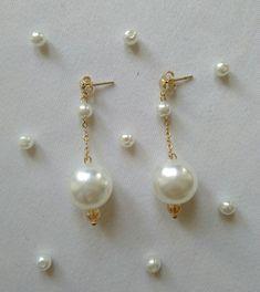 Pendientes/Aretes largos con perlas y matetial en gold-filled (chapado en oro).