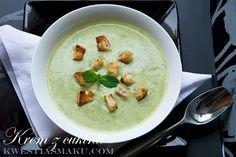 Zupa z cukinii z miętą i jogurtem greckim.