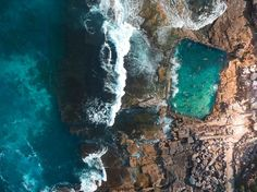 <p>For our Sydney review, we've handpicked some of our favorite places to eat, sleep, shop and of course things to do that help define the gorgeous beach city with great experiences, design, and