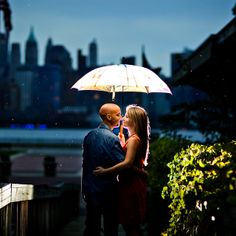 Raining engagement photo in front of New York City skyline. One strobe behind the couple to illuminate the umbrella and the rain drops. Dream Photography, Creative Photography, Couple Photography, Engagement Photography, Photography Ideas, Engagement Shots, Engagement Pictures, Engagement Ideas, Pre Wedding Photoshoot