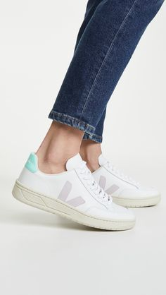 Fresh, updated sneaker option! Veja Sneakers, Sneakers Nike, Pretty Pastel, Out Of Style, Sneakers Fashion, Women's Accessories, Lace Up, Pairs, Leather
