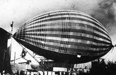 Pax foi um dirigível colorido construído por um inventor brasileiro chamado Augusto Severo. Severo morreu em Paris em 1902, quando seu veículo se ergueu vertiginosamente e explodiu.
