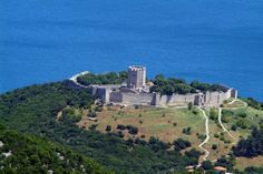 The Platamonas castle in Pieria. What an amazing view . Paros, Santorini, Macedonia, Greece Travel, Beautiful Islands, Planet Earth, Monument Valley, The Good Place, Travel Inspiration