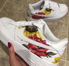 Customisation air force one Custom Painted Shoes, Custom Shoes, All Stars Blancas, Best Sneakers, Sneakers Fashion, Zapatillas Nike Air Force, Basket Style, Force One, Painted Sneakers