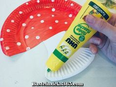 Making a toadstool out of paper plates with children Hobbies For Kids, Diy For Kids, Fall Crafts, Diy Crafts, Paper Plate Crafts For Kids, Bunny Crafts, Pumpkin Spice Cupcakes, Make An Effort, Woodland Party