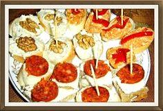 Více než 30 receptů na silvestrovské chuťovky: chlebíčky, jednohubky, pomazánky a něco slaného k zakousnutí.