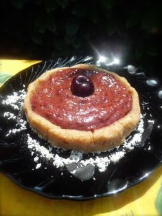 Crostatina dell' Eden con ripieno di ciliegie e datteri!  (crudista)     -   Eden tart with raw cherry & date filling (raw - vegan)