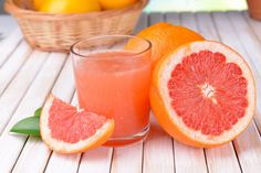 I knew there was a reason why I love Grapefruit! Grapefruit Benefits Weight Loss and Glowing Skin Weight Loss Meals, Weight Loss Drinks, Grapefruit Benefits, Grapefruit Juice, Healthy Detox, Healthy Drinks, Healthy Juices, Jus Detox, Grapefruit