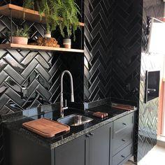 36 popular rustic farmhouse living room decor ideas for comfortable home Kitchen Interior, Interior Design Living Room, Kitchen Design, Kitchen Decor, House Front Design, Black Kitchens, Modern Interior Design, Kitchen Remodel, Decoration