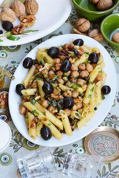 moja smaczna kuchnia: Penne z ciecierzycą, suszonymi pomidorami, czarnym...