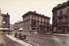 St Vincent Place at Buchanan Street, Glasgow, Scotland- Queen Victoria statue now in George Square. Glasgow Scotland, Edinburgh, Buchanan Street, Scottish Accent, Scottish People, Saint Vincent, Best Cities, Old Photos, Street View
