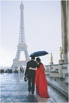 Lady in red in rain at Eiffel Tower, so romantic! /  Celine Chhuon Photography / French Wedding Style Blog / #paris #travel
