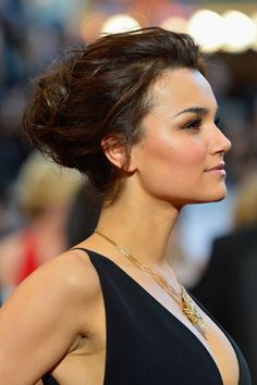 Samantha Barks, the beautiful actress and songstress from Les Miserables, wore her brunette tresses in a chignon on the Red Carpet and in long flowing waves for her on-stage musical performance and for several rounds of Oscar parties.