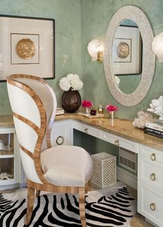 Dressing table | More boudoir lusciousness at http://mylusciouslife.com/walk-in-wardrobes-closets-dressing-rooms-boudoirs/