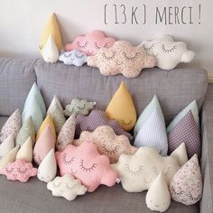 Cloud and rain diy pillows Cute Pillows, Diy Pillows, Pillow Ideas, Pillow Inspiration, Throw Pillows, Sewing Crafts, Sewing Projects, Diy Projects, Diy For Kids