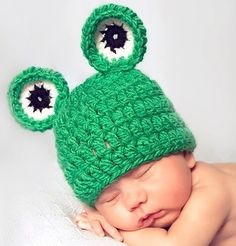 A super cute and easy baby frog hat crochet pattern! .  Free tutorial with pictures on how to make an animal hat in under 120 minutes by crocheting with bulky yarn , worsted weight yarn, and size k (6.5 mm) crochet hook. Inspired by frogs. How To posted by Posh Patterns.  in the Yarncraft section Difficulty: Simple. Cost: 3/5. Steps: 3