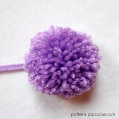Crochet tutorial, how to make a large pompom ( pom pom) with yarn on Crochet Patterns For Beginners, Knitting Patterns, Loom Knitting, Knitting Ideas, Knitting Tutorials, Craft Tutorials, Crochet Beanie, Crochet Hats, Knitted Hats