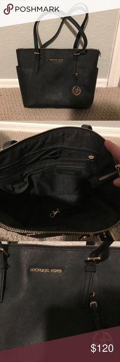 Michael Kors tote Michael Kors tote handbag. In great condition 😀 Michael Kors Bags Totes