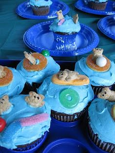 perfectly perfect pool party cupcakes - end of year party? Bear Cupcakes, Cute Cupcakes, Cupcake Cookies, Summer Cupcakes, Themed Cupcakes, Cupcake Party, Party Cakes, Luau Baby Showers, Teddy Grahams