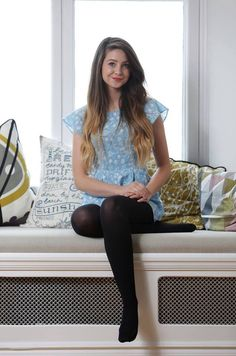 I am a mature man who has had a life long obsession with women in nylons not wearing shoes. Pantyhose have there place, but I especially like full fashion stockings. Black Pantyhose, Black Tights, Opaque Tights, Wool Tights, Pantyhose Fashion, Pantyhose Outfits, Zoella Style, Zoe Sugg, Girl Online