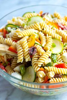 Easy Pasta Salad Recipes is One Of Favorite Salad Of Many People Around the World. Besides Easy to Create and Great Taste, This Easy Pasta Salad Recipes Also Health Indeed. Pasta Salad For Kids, Healthy Pasta Salad, Best Pasta Salad, Easy Pasta Salad Recipe, Vegetarian Salad Recipes, Pasta Salad Italian, Healthy Recipes, Healthy Salad Recipes, Pasta Recipes