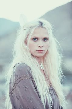 Ideas for hair white blonde character inspiration - Weißes Haar Modelo Albino, White Blonde Hair, Long White Hair, Pink Hair, Female Character Inspiration, White Magic, Girls Characters, Grunge Hair, Silver Hair