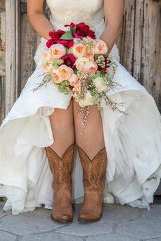 Madi's bouquet, designed by @AuroraFloraOH | photo by Emily Marie Photography emilymariephoto.com