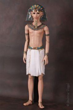 Tutankhamun the Pharaoh - Tutanchamun der Pharao - by Sabine Vogel