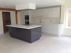 Malmo Porcelain gloss & Malmo Graphite Gloss - Large kitchen island for open plan living