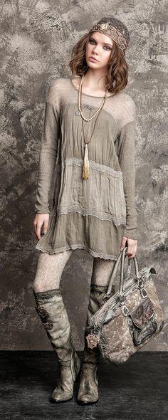 ╰☆╮Boho chic bohemian boho style hippy hippie chic bohème vibe gypsy fashion indie folk the . Gypsy Style, Boho Gypsy, Bohemian Style, Boho Chic, Bohemian Fashion, Fashion Vintage, Look Fashion, Winter Fashion, Womens Fashion
