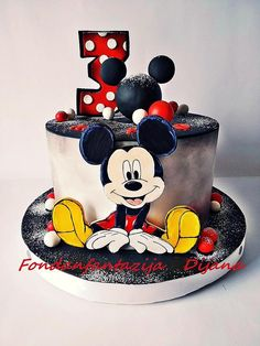 Mickey Mouse themed cake by Fondantfantasy Bolo Da Minnie Mouse, Mickey Birthday Cakes, Mini Mouse Cake, Bolo Mickey, Mickey Mouse Birthday Cake, 4th Birthday Cakes, Mickey Cakes, Pastel Mickey, Bolo Fack
