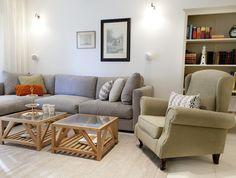 כרית טולי על הספה - דירה בהרצליה בעיצוב סטודיו דיטיילס, צילום דניה ויינר