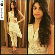 Sanam saeed Pakistani Models, Pakistani Actress, Pakistani Outfits, Indian Outfits, Elegant Dresses, Casual Dresses, Fashion Dresses, Eastern Dresses, Short Frocks