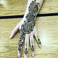 Are you looking for some fascinating design for mehndi? Or need a tutorial to become a perfect mehndi artist? Beautiful Henna Designs, Best Mehndi Designs, Arabic Mehndi Designs, Henna Tattoo Designs, Mehandi Designs, Arabic Henna, Hena Designs, Beautiful Mehndi, Arabic Design