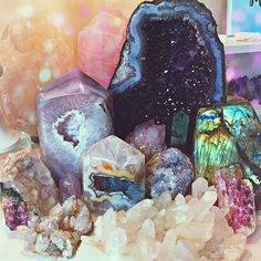 What we think, we create. What we feel, we attract. What we imagine, we become✨ Minerals And Gemstones, Crystals Minerals, Rocks And Minerals, Stones And Crystals, Swarovski Stones, Chakra Crystals, Crystal Room, Crystal Magic, Crystal Grid