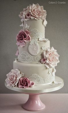 Gorgeous Lace Wedding Cakes | bellethemagazine.com #laceweddingcakes
