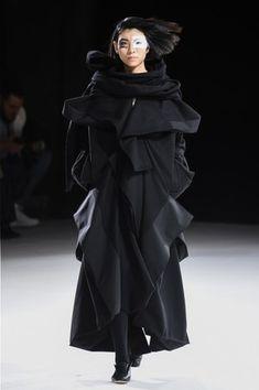 Monochrome Fashion, Minimal Fashion, High Fashion, Fashion Beauty, Mori Fashion, Fashion Fashion, Luxury Fashion, Japanese Fashion Designers, Floaty Dress