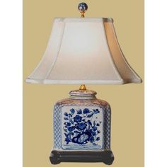 Country Home Accessories Blue And White – 19 Blue & White Porcelain Flat Jar Lamp… – Tepe Time Porcelain Ceramics, China Porcelain, Porcelain Doll, Chinese Lamps, Asian Lamps, Gold Home Accessories, Oriental Furniture, China Sets, Jar Lamp