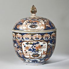 A large Imari porcelain bowl and cover., Early 18th century, Japan