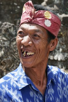When we visited a tempel in North Bali we met this man. He was really cute and very nice!