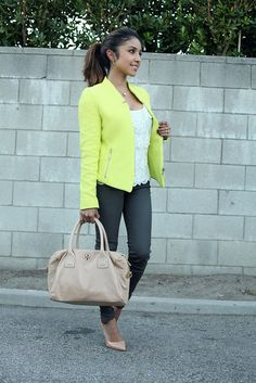 A bright pop of color is allways a great touch to an outift Cute Blazer Outfits, Nude Outfits, Spring Outfits, Cool Outfits, Fashion Outfits, Womens Fashion, Fashion Ideas, Green Jacket Outfit, Green Blazer