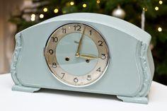 Wooow!! tolle vintage shabby Uhr in mint… tolle farbkombi!! Antike Standuhr Mathe restauriert von annope auf DaWanda.com