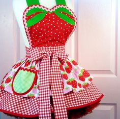 the perfect strawberry shortcake apron! Retro Apron, Aprons Vintage, Waitress Apron, Cute Aprons, Sewing Aprons, Apron Designs, Apron Dress, Strawberry Shortcake, Strawberry Fields