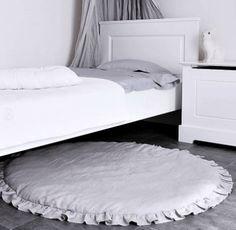 Håndlagde og ekslusive produkter som passer i alle rom. Pynt barnerommet med vakre detaljer eller lag en koselig krok for hele familien.