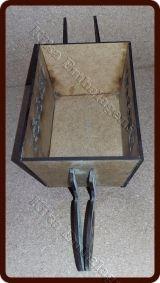 R$6,50 Mini carrinho de mão  Tamanho:  18(comprimento) x 12 (largura) X 10 (altura)  Cru