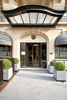 Hotel Montalembert Paris. The first 5 star boutique hotel on the Left Bank, located in the glamorous Saint Germain des Prés, a few steps away from the Louvre Museum. By Hotelied.